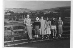 Na-moscie-w-Rzepedzi-1956-r.